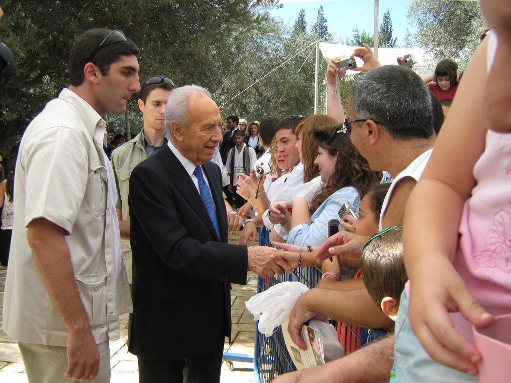 President Shimon Peres greets Israelis on Sukkot open house at Beit Hanasi