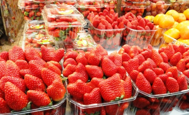 Machane Yehuda Market strawberries