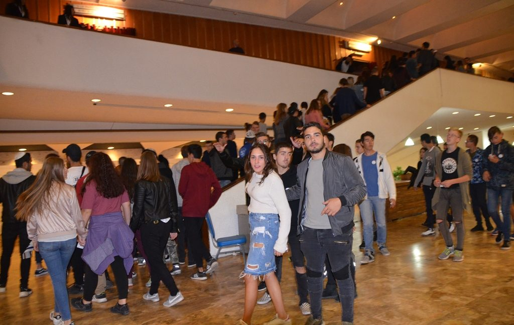 Teens arriving to fill upper level at Jerusalem International Conference Center