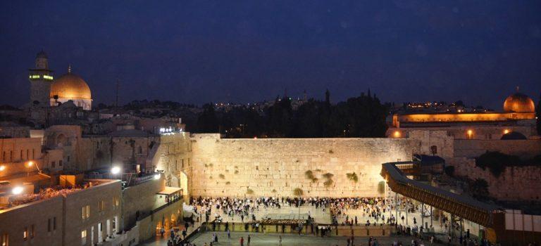 Chasing Supermoon in Jerusalem