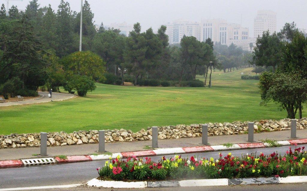 Gan Sacher park empty on rainy day
