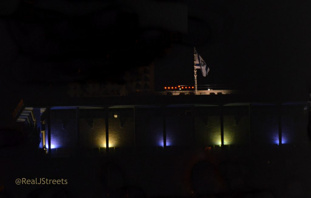 Knesset building had Chanukiah on top eight lights on last night