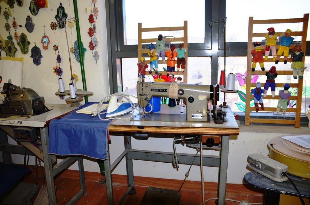 Old sewing machine at Yad Sarah art room