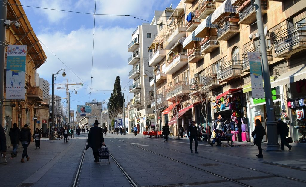 Jerusalem light rail track and no trains due to municipal strike
