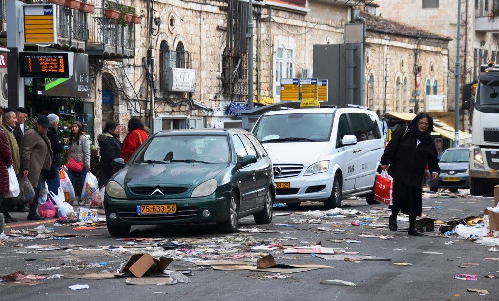Litter filling Agrippas Road during garbage strike