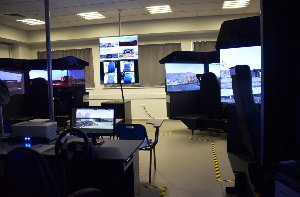 Simulators to teach driving in Negev army base