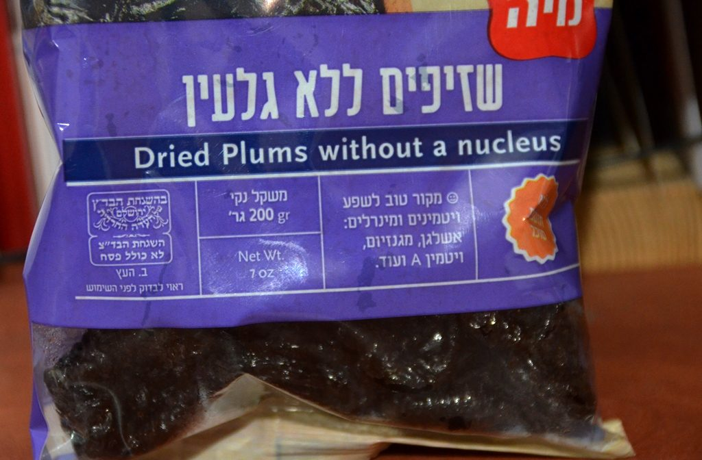 Prunes with nucleus instead of pit on label