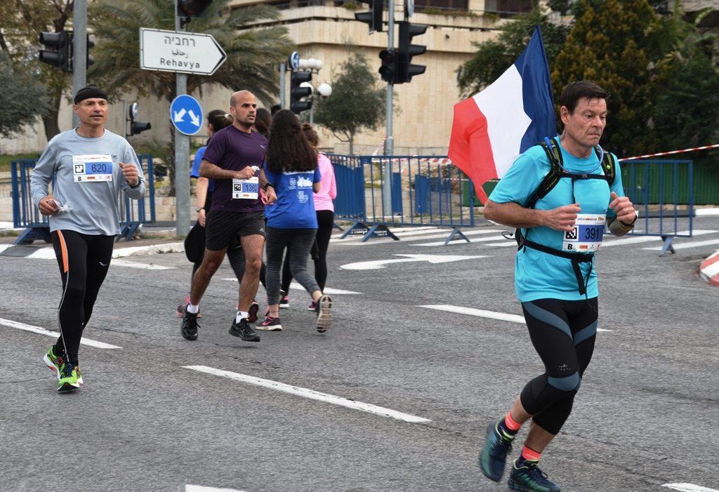 Jerusalem marathon runners