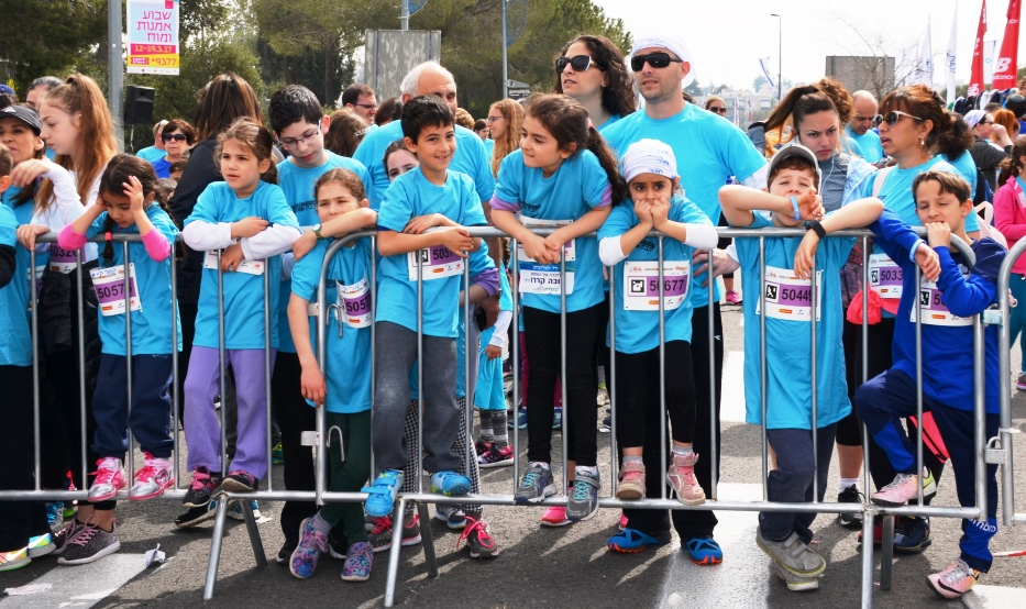 Family run starting line in Jerusalem marathon