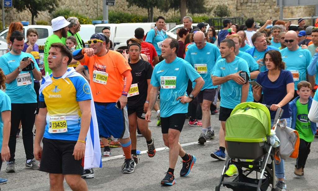 Jerusalem Marathon Mayor Nir Barkat at 10 K finish