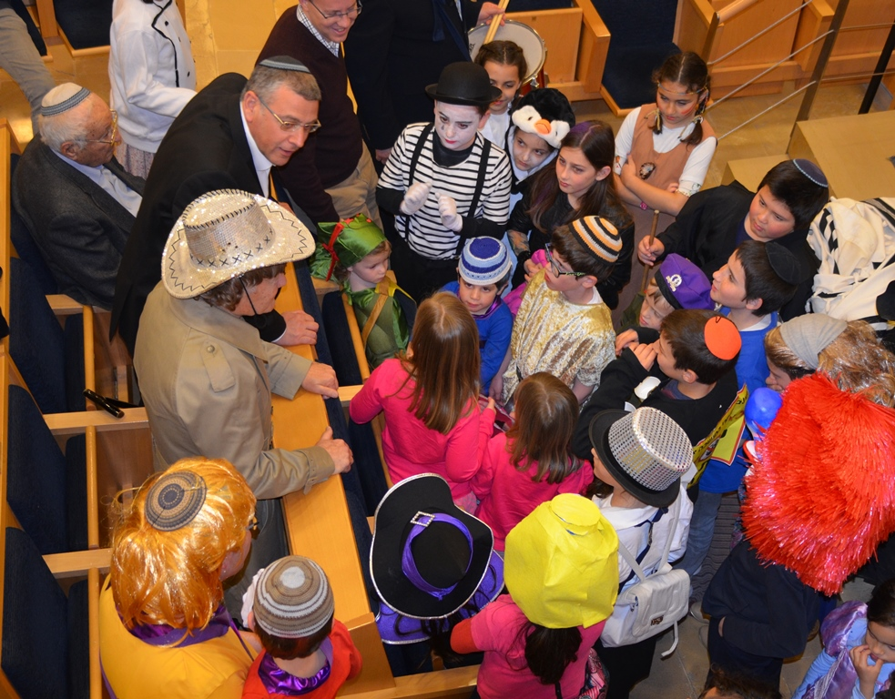 Costume contest with Rabbi Benny Lau judge