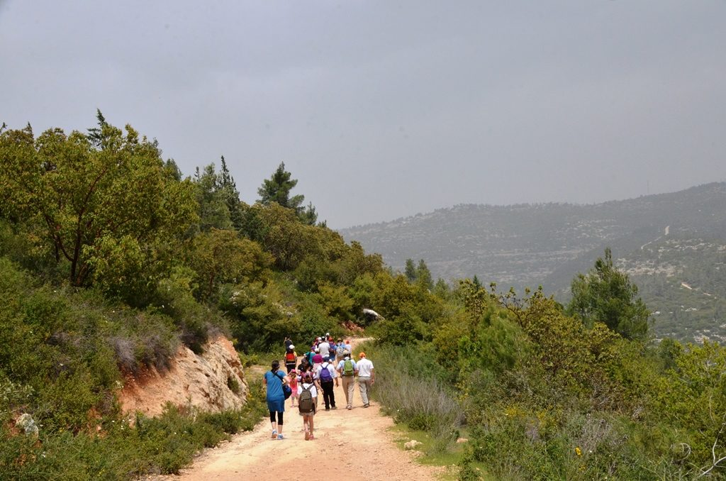 Hiking in Nahal Katlav Jerusalem HIlls