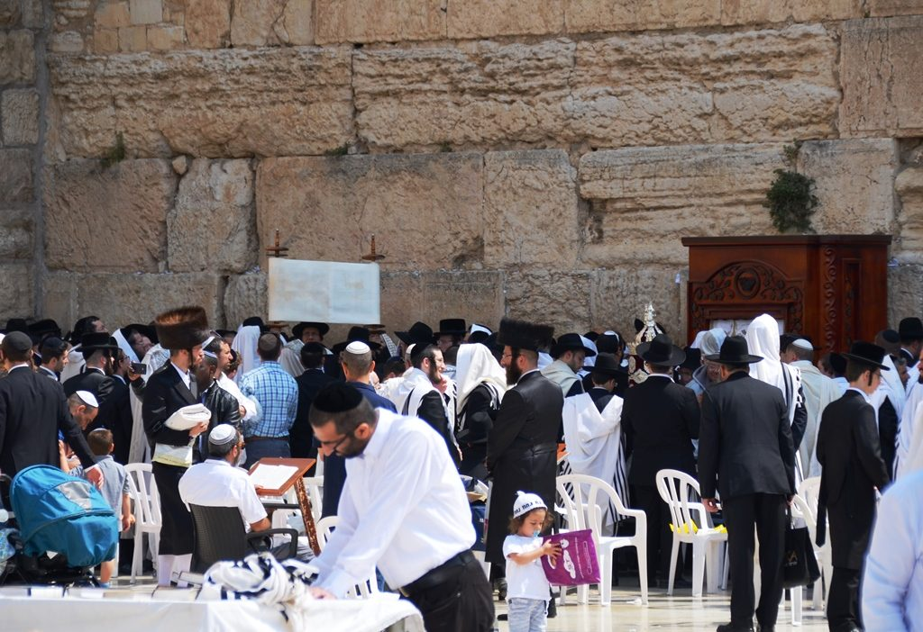 Davenng at Kossel for Pesach tefilla with tora chol hamoed