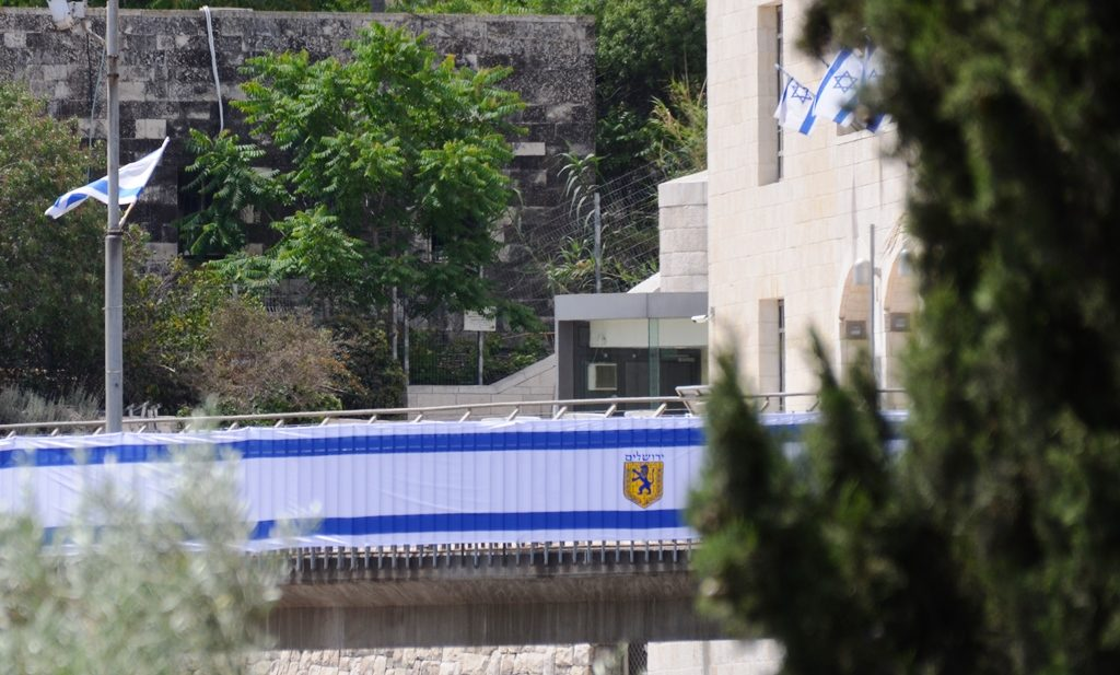 Yom Yerushalayim flags