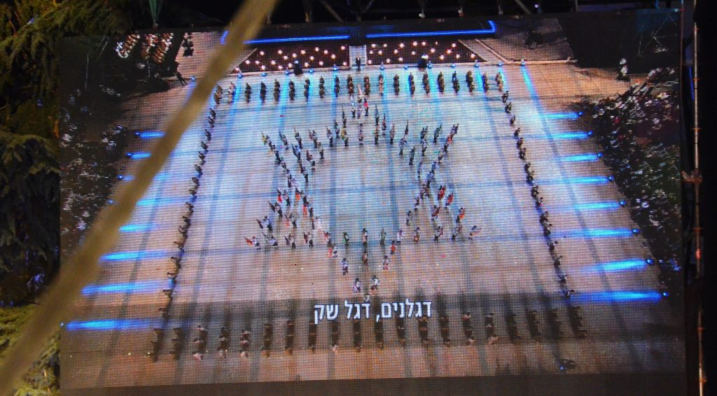 Soldiers form a Jewish star during official ceremony for Yom Haatzmaut