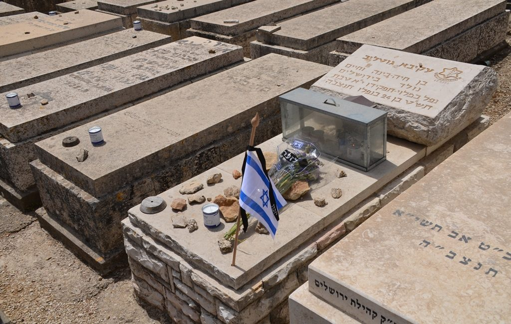 Israeli military grave on Yom HaZikaron