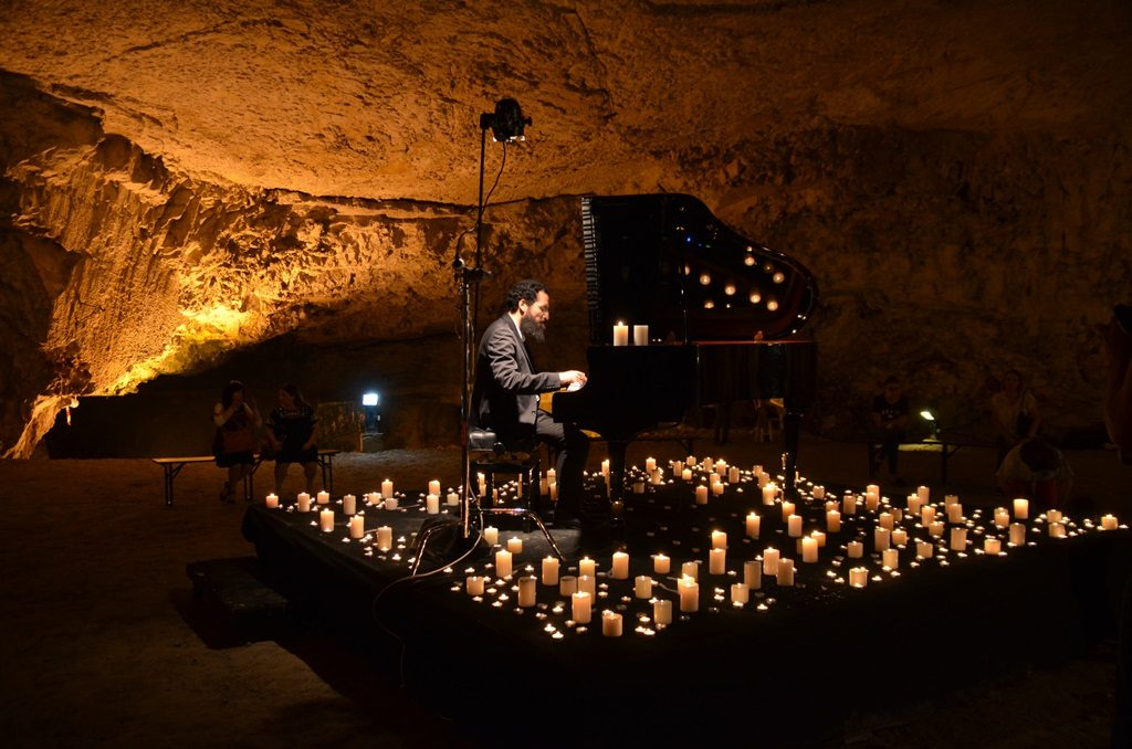 Piano music at Jerusalem light festival in Zedekiah Cave