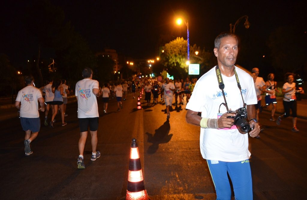 Jerusalem Maccabiah Night Run runner with a camera