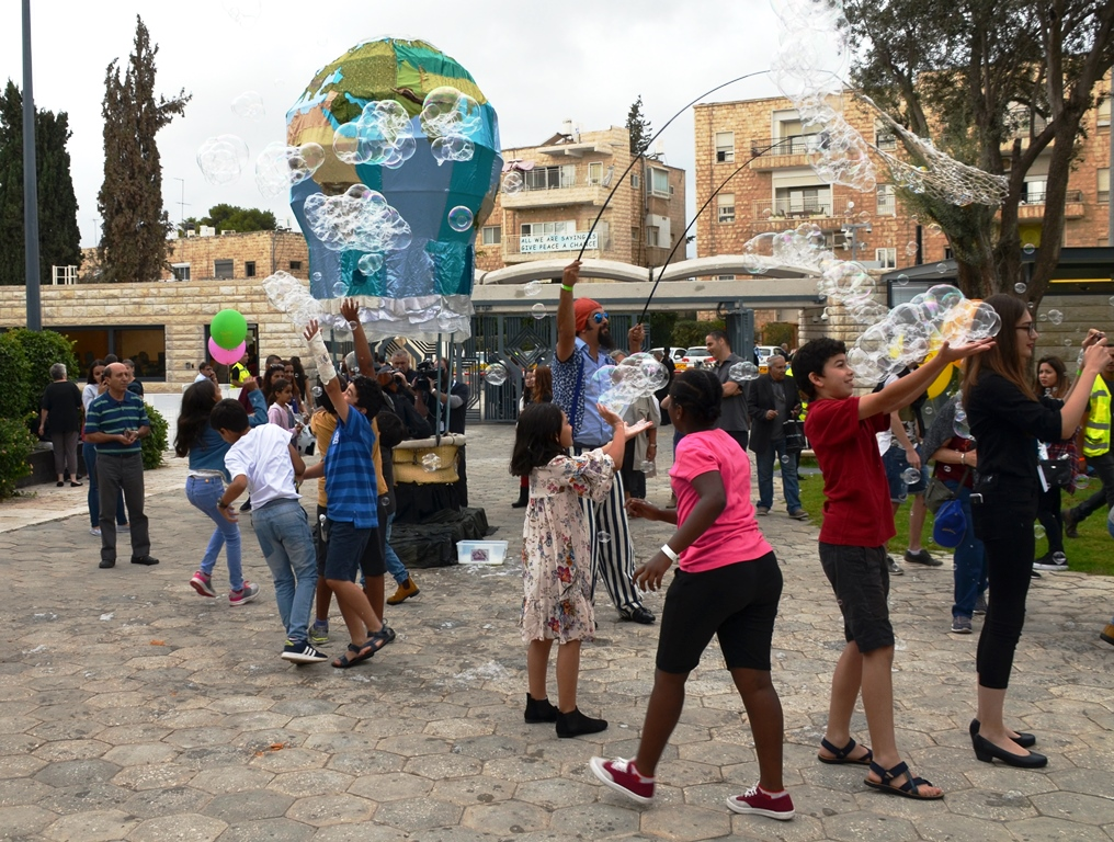 Giant bubbles to entertain children at Israel President Residence