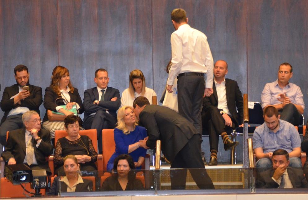 Nir Barkat greeting Sara Netanyahu at Knesset opening
