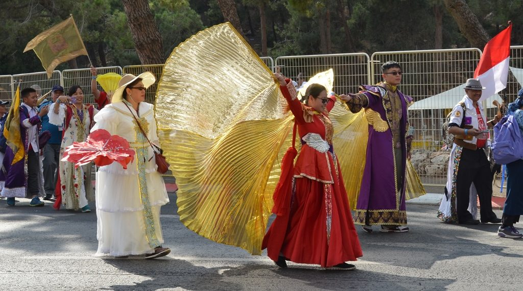 Costume like huge gold wings in Jerusalem March