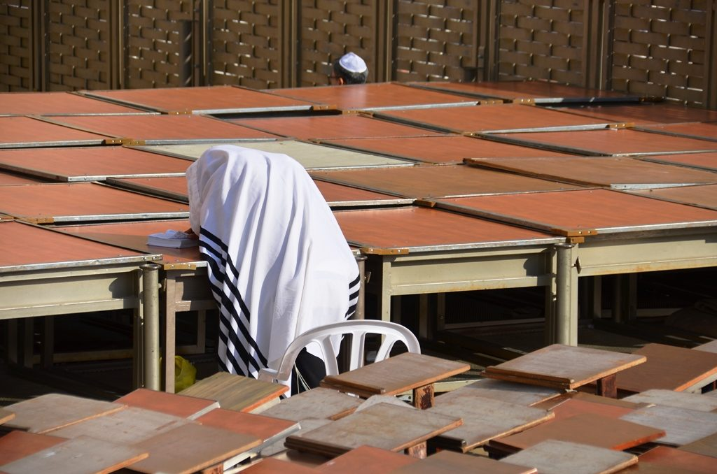 Lone man praying in afternoon at Kossel Yerushalayim