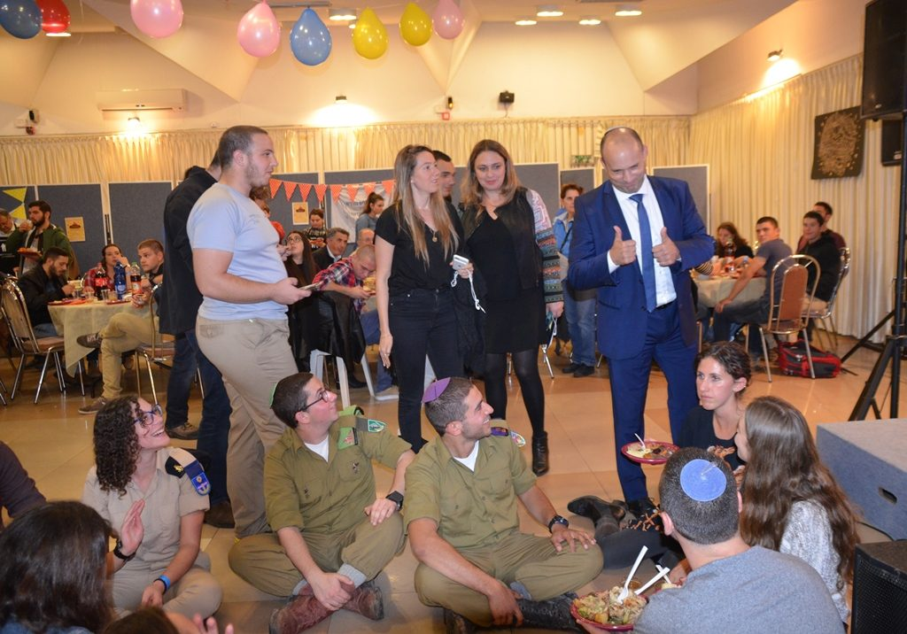Naftali Bennett at lone soldier Thanksgiving dinner. in Tel Aviv