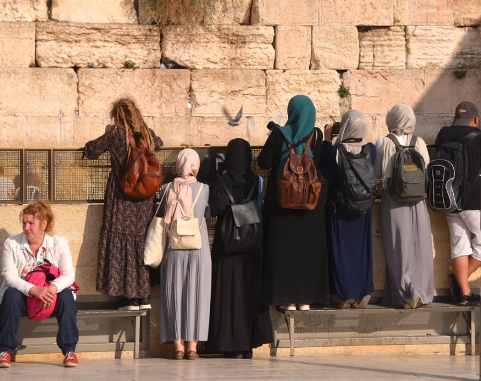Kotel, Arab women on Western Wall plaza