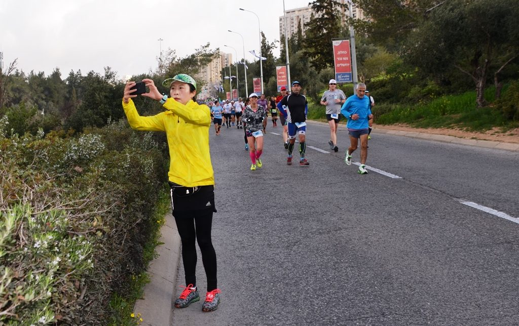 Jerusalem Marathon runner stops to take selfie on course