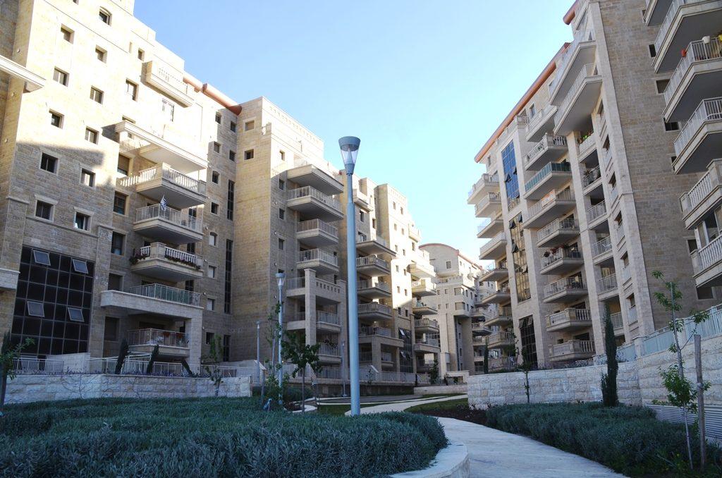 Jerusalem Israel new housing near future fast train to Tel Aviv