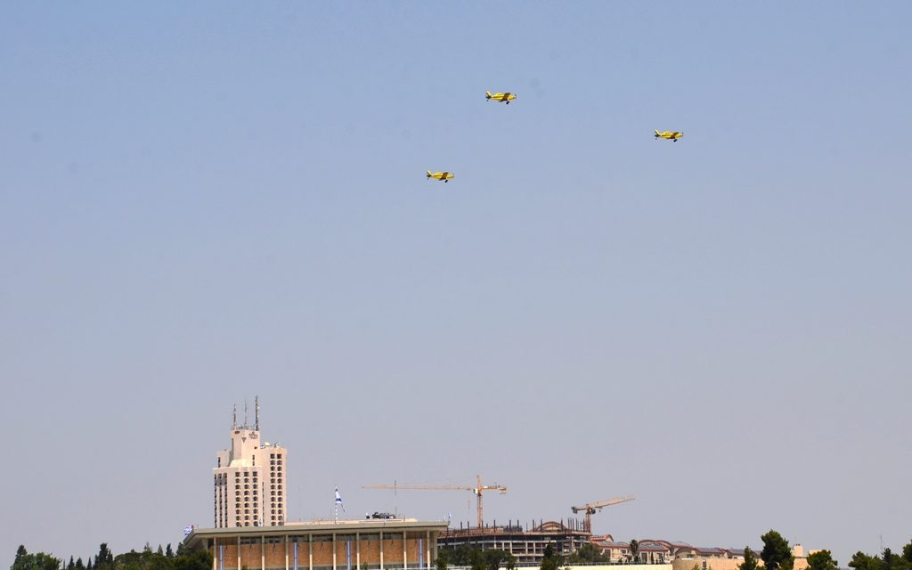 Yom Haatzmaut fly over the Knesset for #Israel70