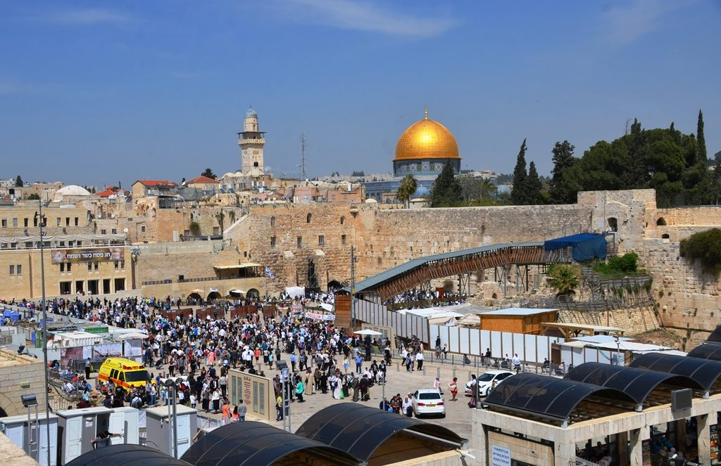 Pesach crowd in Kotel plaza after Birkat Kohanim on Pesach