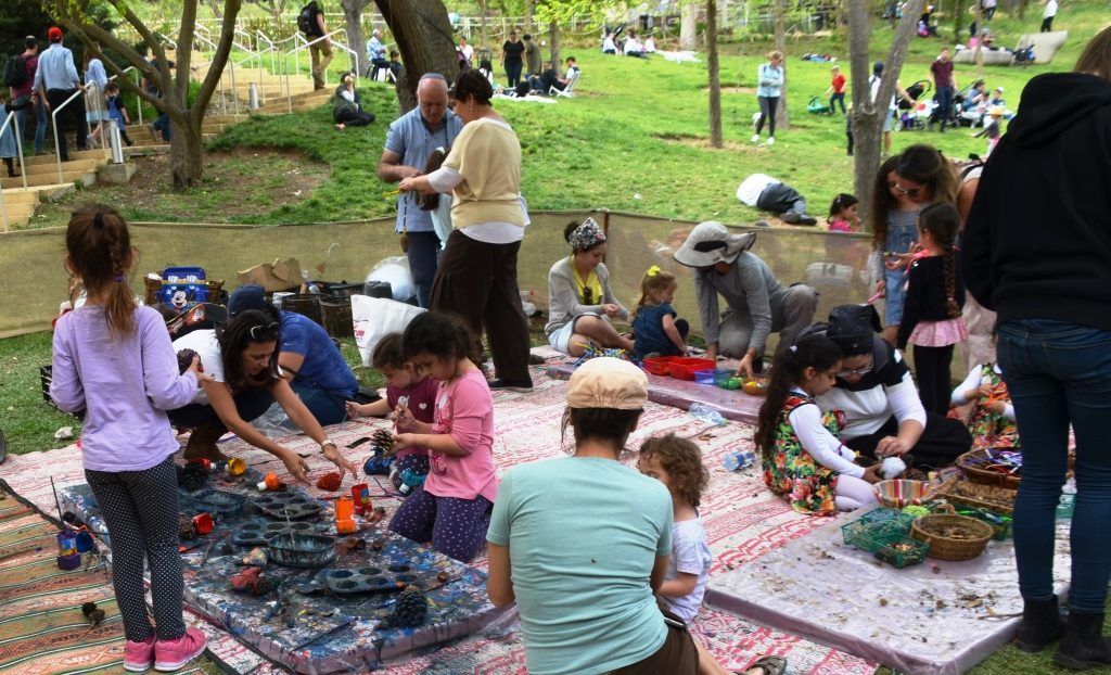 Jerusalem Botanical Gardens children's activity on Passover