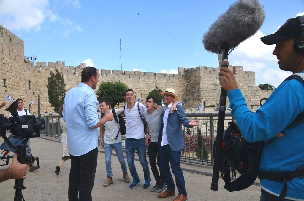 Jerusalem Day filming of Watchman episode by Erick Stakelbeck interrupted by boys singing