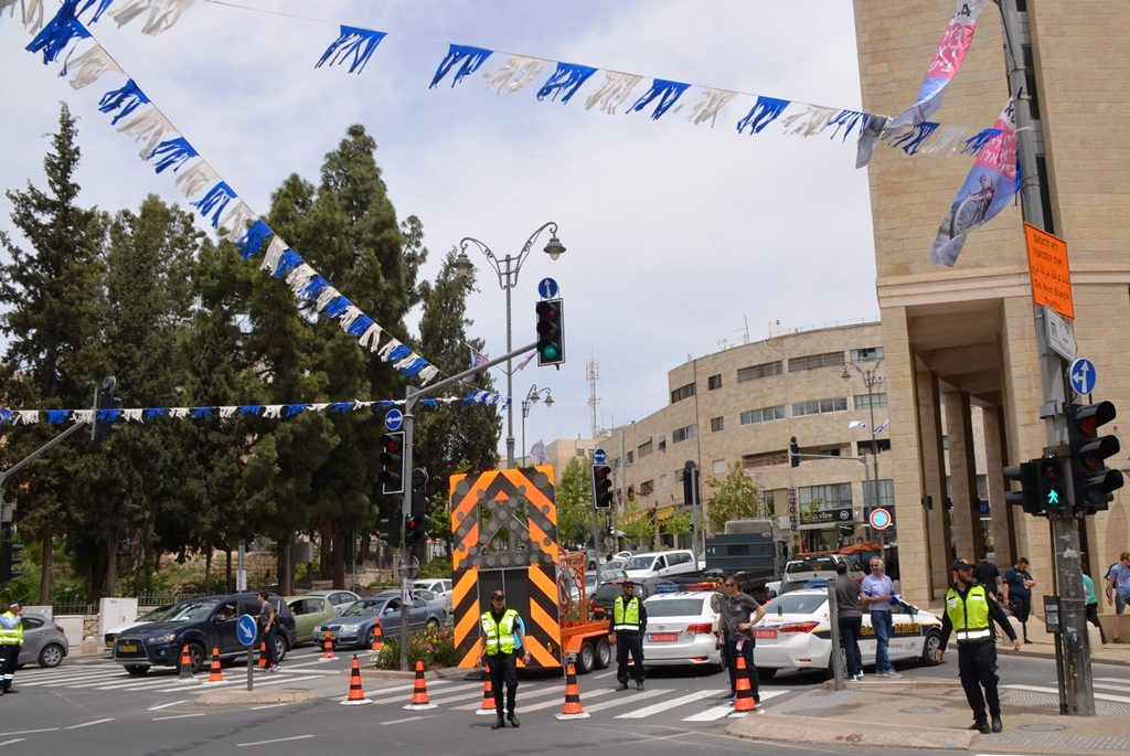 Jerusalem street closed to build finish line for Giro d'Italia start