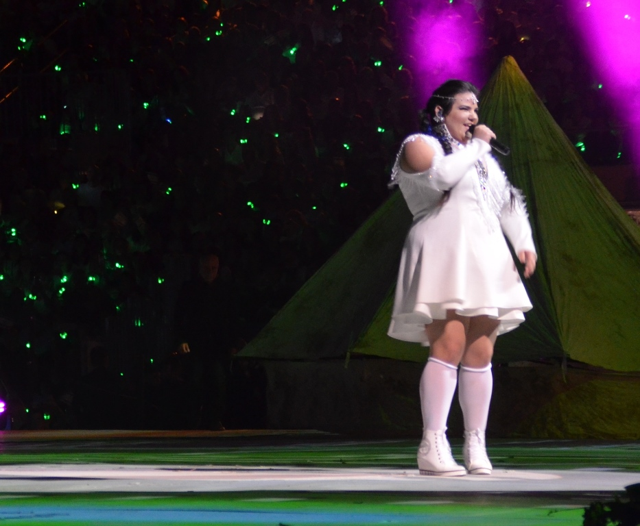Netta Barzali singing at Har Herzl on Independence Day
