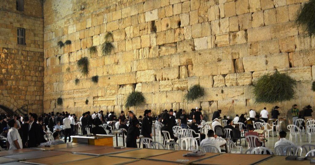 Night of Tu B'Av men at Kotel
