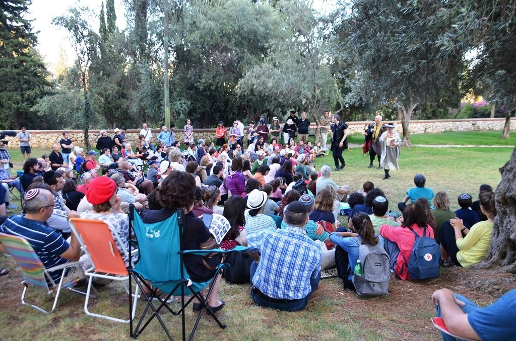 Audience for Hamlet in Jerusalem Israel park