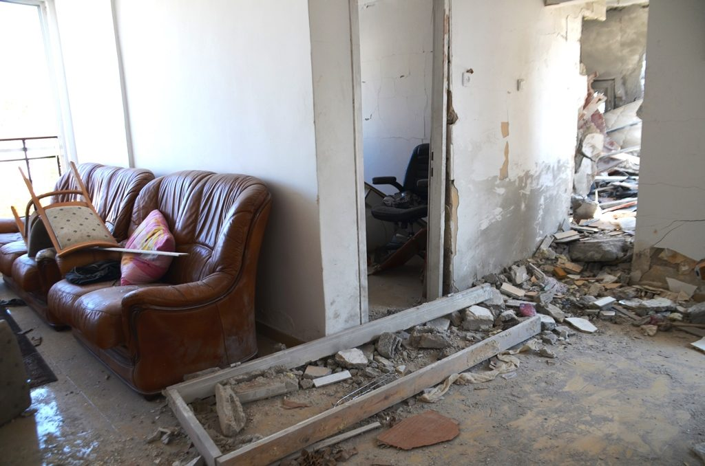 Damage in apartment of many killed in Ashkelon by Hamas rocket