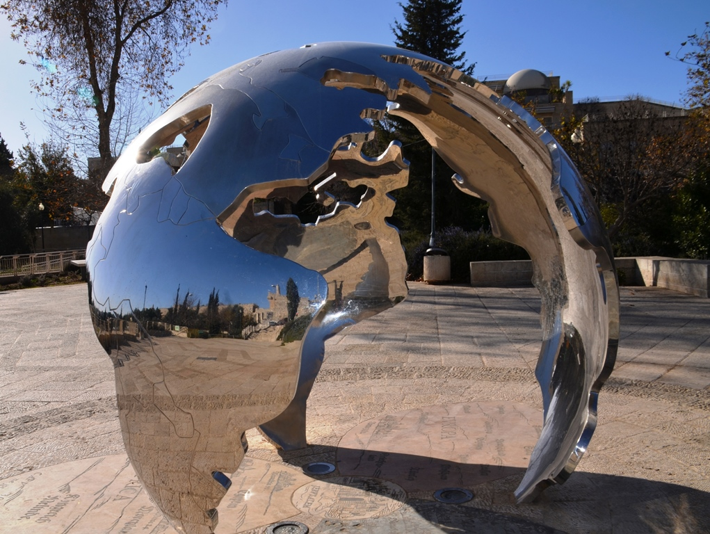 David Breuer-Weil sculpture in Teddy Park jerusalem Israel
