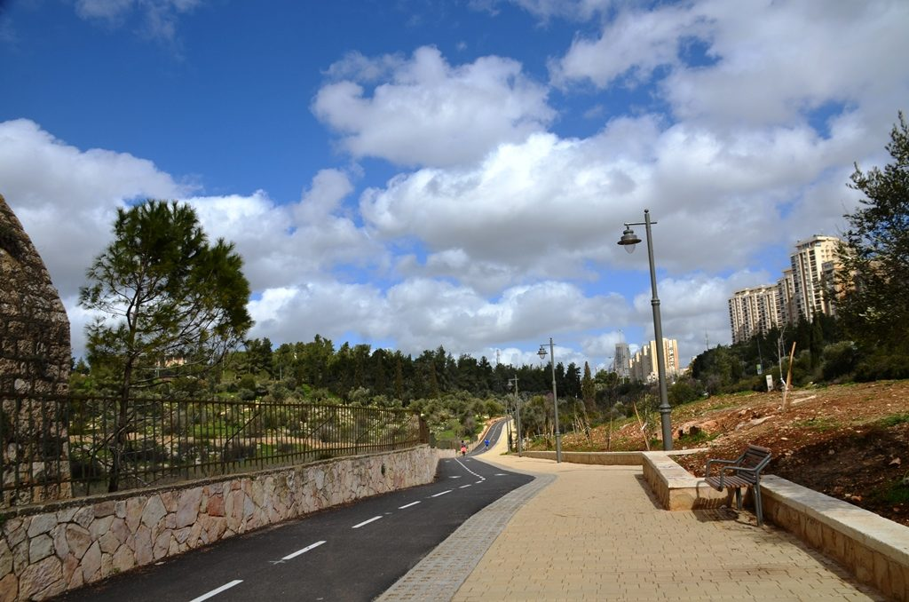 Jerusalem Israel new bike path ready for Jerusalem marathon finish