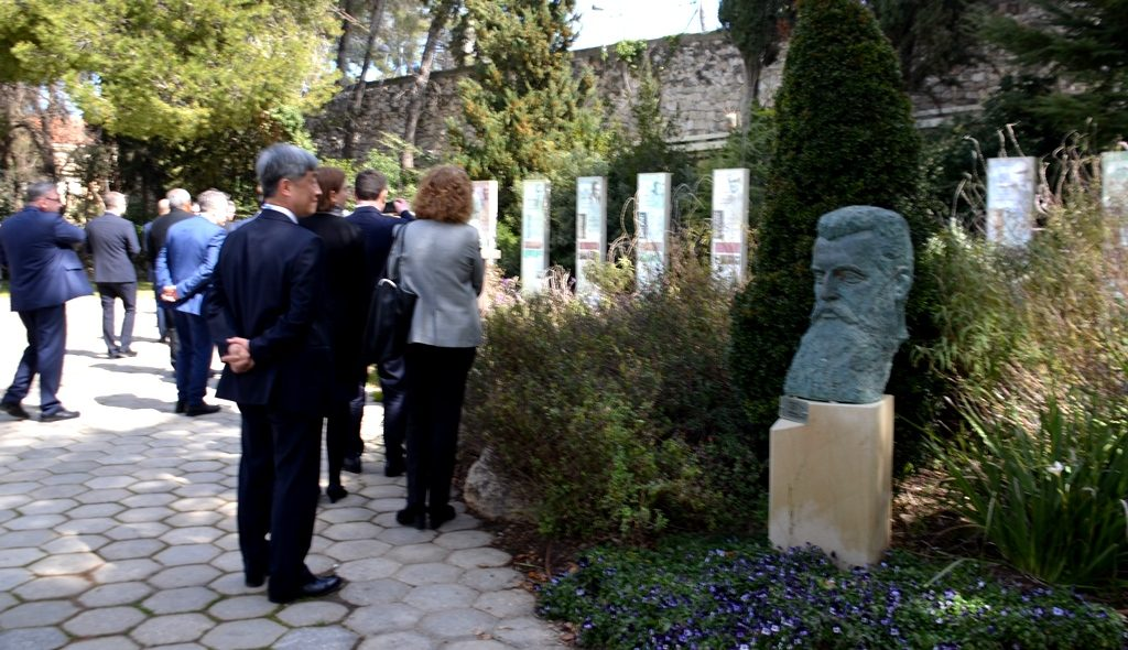 Man in garden of Israeli President looking at statue of herzl