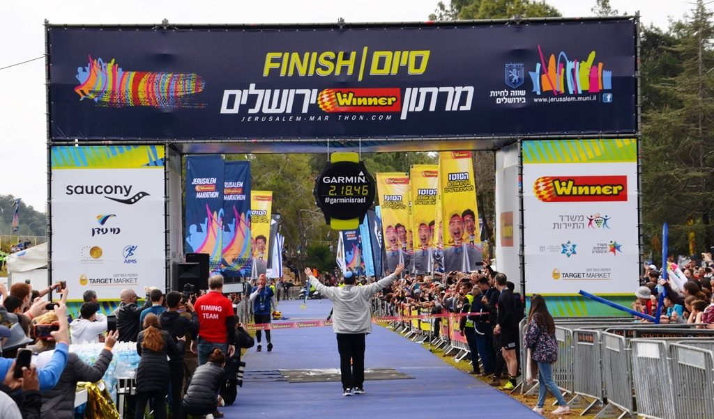 Jerusalem mayor Moshe Lion at Jerusalem marathon finish line