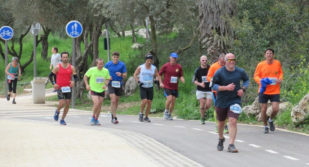 jerusalem marathon runners entering park near finish line