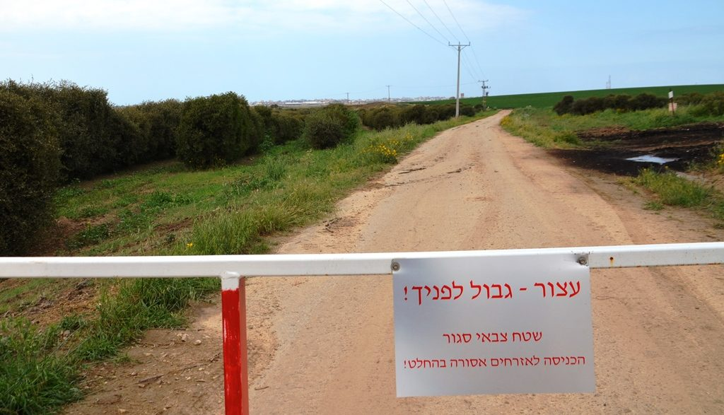 Kibbutz Alumim fence with warning sign to border of Aza