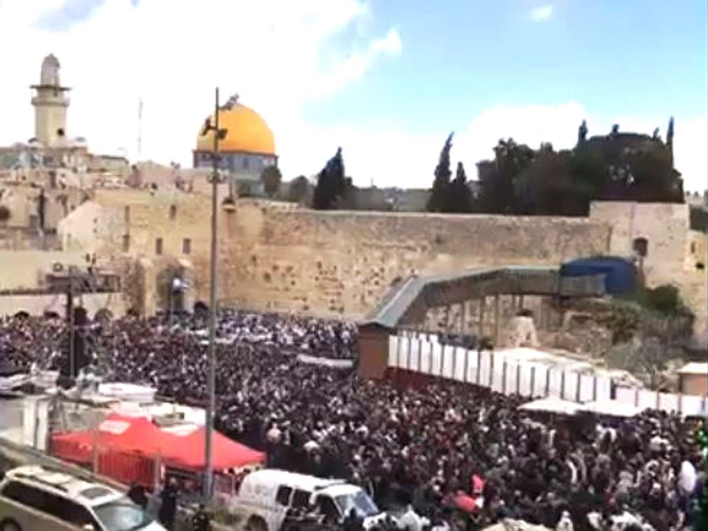 Kotel for Birkat Kohanim on Pesach