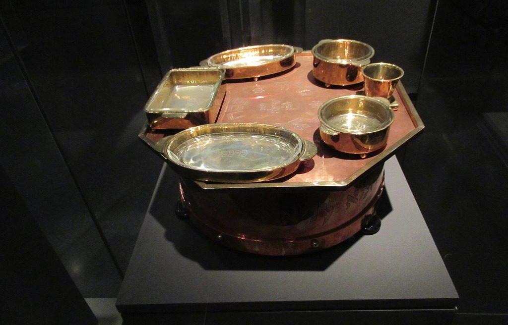 Pesach seder plate in Israel Museum