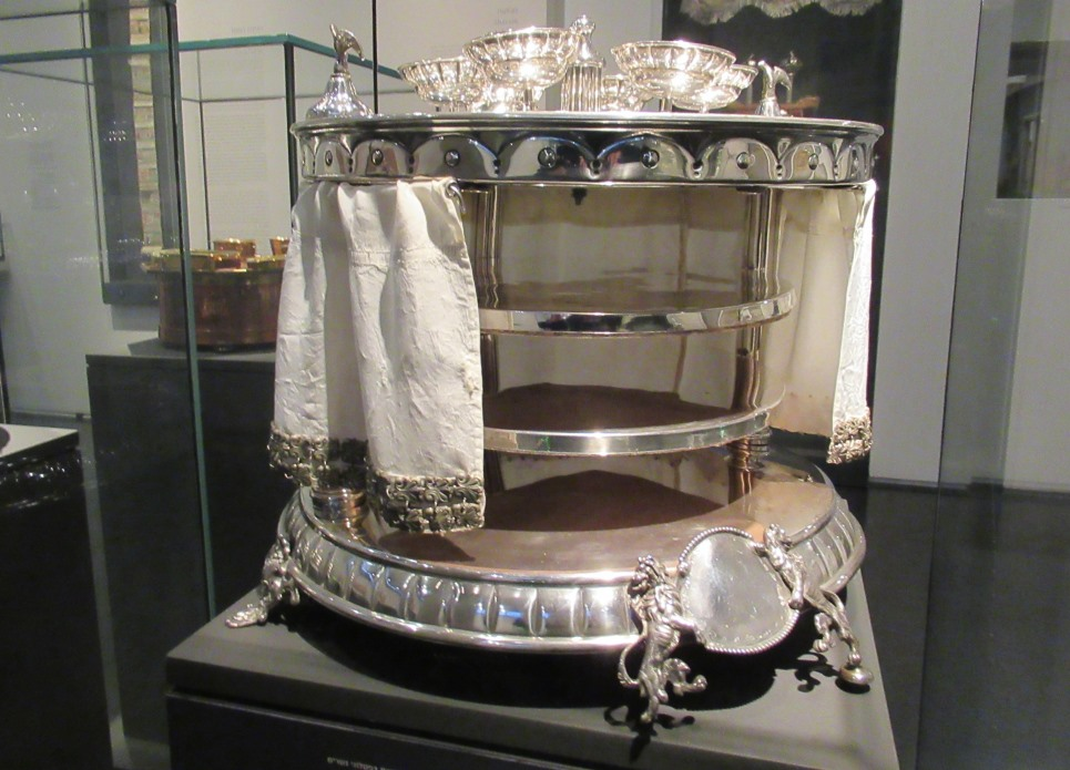 1925 silver seder plate in Israel Museum