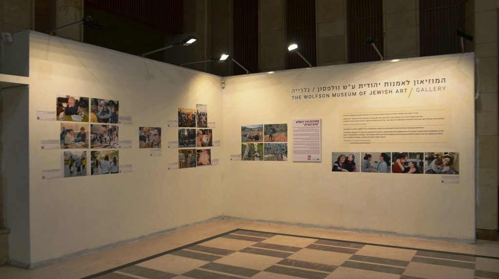 Photography display in jerusalem for Good Deeds Day