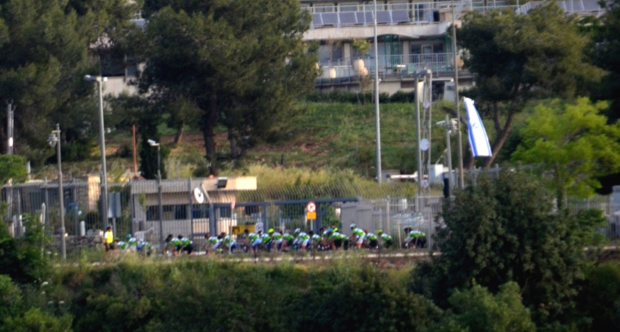 GFNY riders cycling past the Knesset